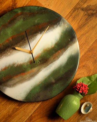 Picture of Green and White Resin Wall Clock